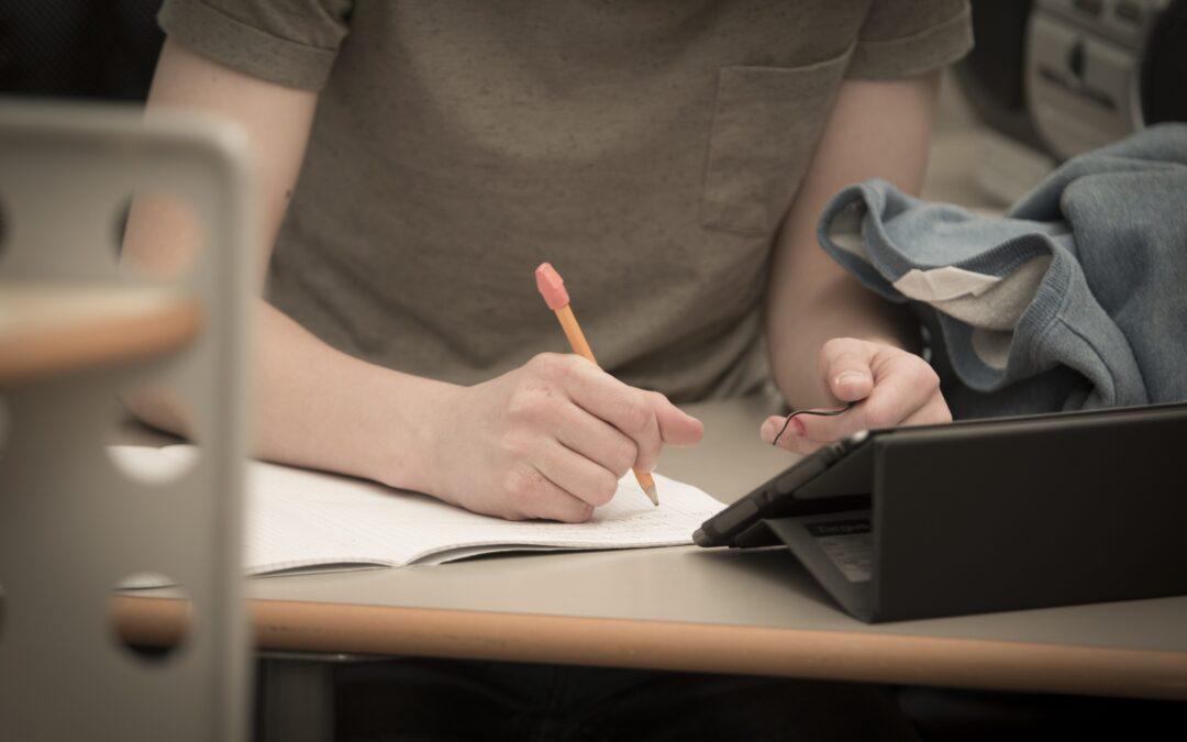 Koronautbruddet har ført til økt stress for studentene og mindre studentaktiv læring
